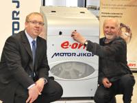Vítěz E.ON Energy Globe Award ČR 2012 převzal plničku CNG